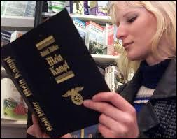 En Allemagne, Hitler publie l'ouvrage qu'il a rédigé en prison. Quel est son titre ?
