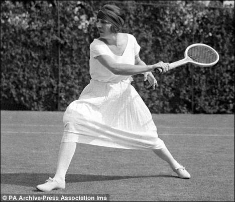 La Française Suzanne Lenglen, l'une des plus grandes joueuses de tennis de tous les temps gagne...