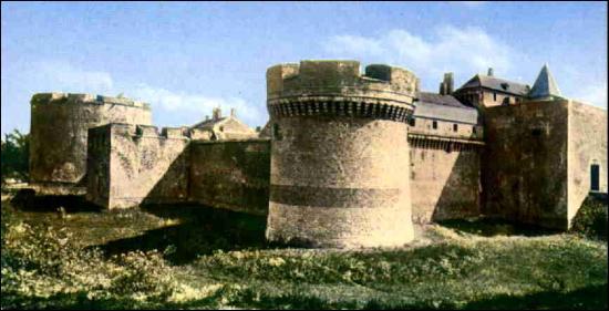 Quel futur empereur français fut emprisonné au fort de Ham, petite ville de la Somme, de 1841 à 1846, sous le règne de Louis-Philippe ?