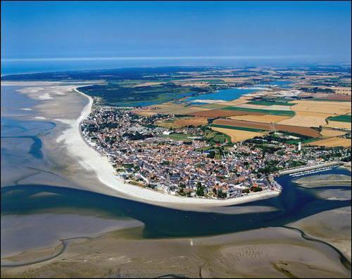Quel grand écrivain né à Nantes, vécut près de huit ans au Crotoy, petite ville portuaire de la Baie de Somme, avant de s'installer définitivement à Amiens où il mourut en 1905 ?