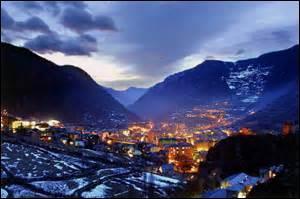 Quel nom porte le passage entre France et Andorre sur la commune d'Encamp ?
