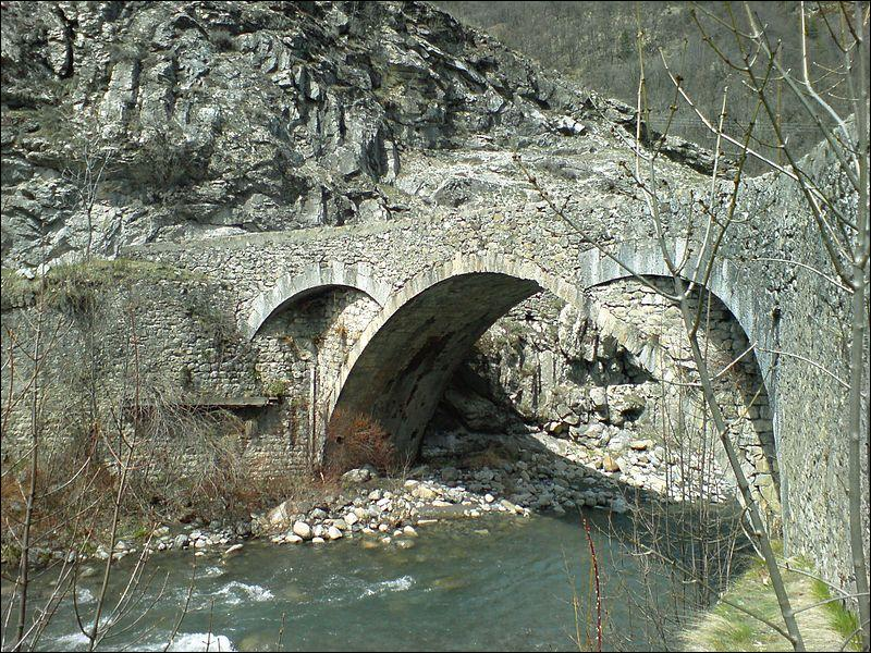 Ce pont de 16 mètres sur une arche a été construit sur le Verdon au XVIIIe siècle, à Colmars dans les Alpes-de-Haute-Provence ; il se nomme :