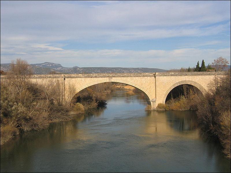 Ce pont de 175 mètres de long a été construit sur l'Hérault en 1810, dans le département du même nom et dans la ville de :