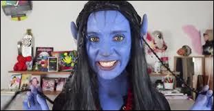 Dans quelle vidéo Natoo est-elle maquillée en bleu ?