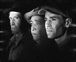 Tiré d'un très beau roman du grand John Steinbeck, le film Les raisins de la colère (The grapes of wrath), avec notamment Henry Fonda tout jeune, déroule son action dans un milieu bien particulier, très présent en Californie. Lequel ?