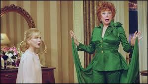 Dans le film qu'a tiré Nora Ephron de la délicieuse série Ma sorcière bien-aimée (Bewitched), une vraie sorcière reprend le rôle d'une sorcière de cinéma. Il s'agit donc d'un film dans le film, qui se passe dans des studios californiens, ces immenses hangars, ceux des Culvers studios, qui se trouvent où ?