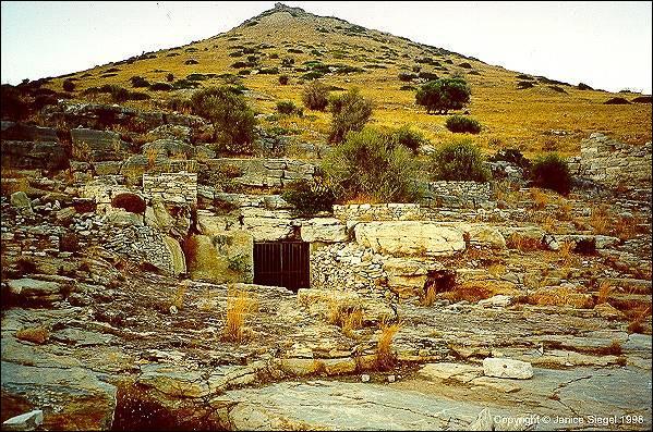 Quelles mines, situées en Attique, furent la principale source d'argent de la ville d'Athènes ?
