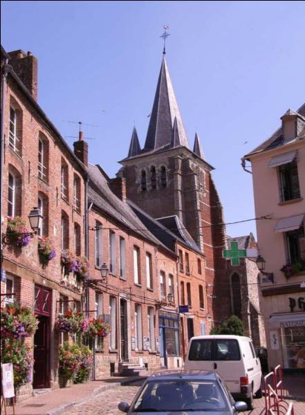 """De quelle ville de l'Aisne, ancienne capitale de la Thiérache, """"Dieu en soit garde"""" est la devise ?"""