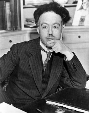 Né à Dieppe en 1892, ce mathématicien et physicien français devint à seulement 37 ans, lauréat du prix Nobel de physique pour ses travaux sur lesélectrons. Qui était-il ?