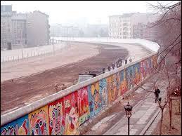 Quel événement important a eu lieu en Allemagne en 1989 ?