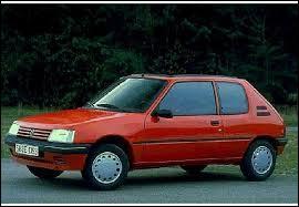 D'après la photo, comment s'appelle ce modèle automobile ?