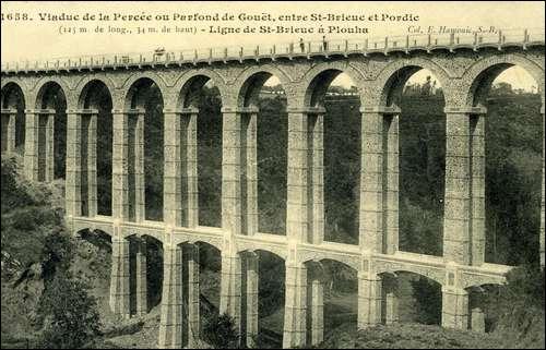 Ce viaduc de 124 mètres de long sur le Parfond du Gouët a été construit en 1905 dans les Côtes-d'Armor, à :