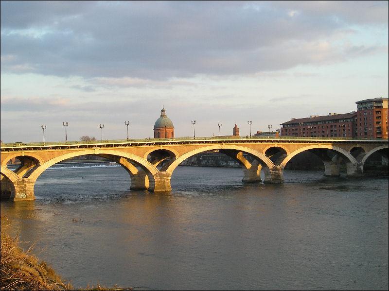 Ce pont de 257 mètres de long a été construit sur la Garonne en 1908, dans le département de la Haute-Garonne, à :