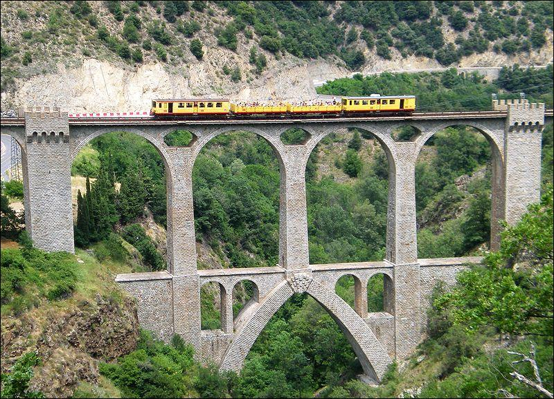 Le viaduc de Séjourné de 237 mètres de long sur 2 niveaux traverse le Têt dans les Pyrénées-Orientales, il date de 1908. Il se situe à :