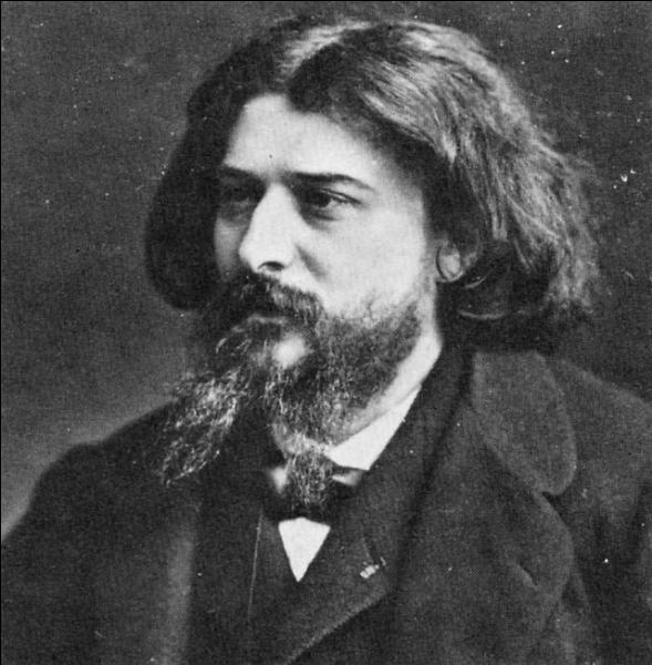 Né à Nîmes en 1840, il sera chroniqueur au journal ''Le Figaro'', il est l'auteur de ''Tartarin'' et ''Le Petit Chose''. Il décède à Paris en 1897, et repose au cimetière du Père-Lachaise.