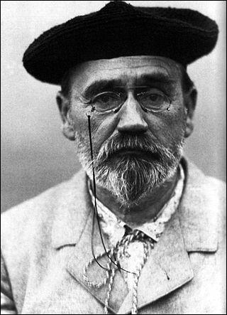 Considéré comme le chef de file du naturalisme, il est né à Paris en 1840, il est l'auteur de ''La bête humaine ''. Par 19 fois, il briguera le fauteuil d'immortel sans y parvenir. Il meurt en 1902, ses cendres seront transférées au Panthéon en 1908. Son nom est :