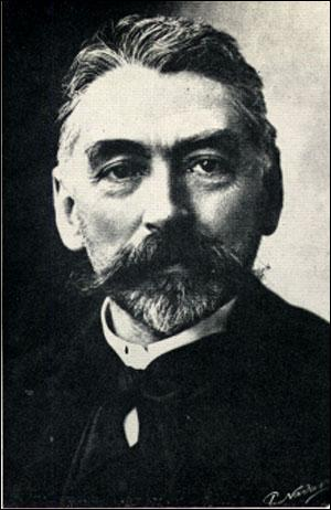 Né à Paris en 1842, poète, il a été professeur d'anglais, Verlaine l'insère dans sa série des poètes maudits, il a écrit ''L'Après-midi d'un faune''. Il décède en 1898 et repose au cimetière de Samoreau (77). Il se nomme :