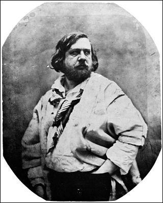 Il voit le jour à Tarbes en 1811, il a été président de la Société nationale des beaux-arts. Il a écrit : ''Le Capitaine Fracasse'', ''Emaux et Camées'' (poésie). Il décède en 1898 et repose au cimetière de Montmartre. Il s'agit de :