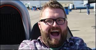 C'est le présentateur du Top Gear américain, qui est-ce ?