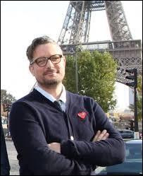 C'est le présentateur du Top Gear français, qui est-ce ?