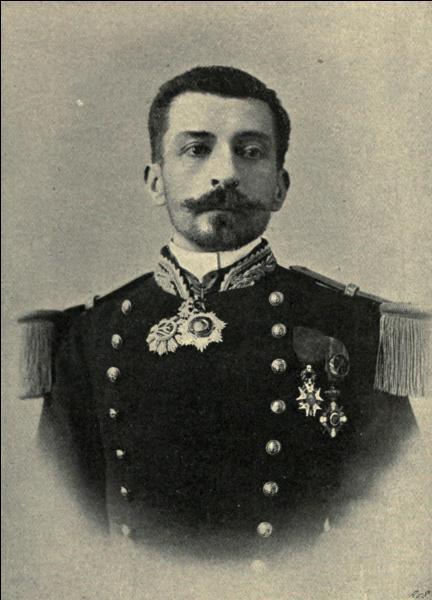 Né à Rochefort en 1850, cet officier de marine est devenu romancier. Il a écrit ''Aziyadé'' et ''Le Roman d'un spahi'' ; il s'appelle :