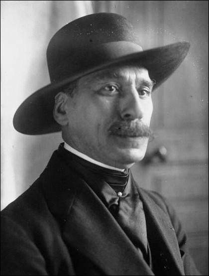 Né à Reims en 1872, ce poète est l'auteur de ''Les Ballades françaises'' et de''La complainte du petit cheval blanc''. Il se nomme :