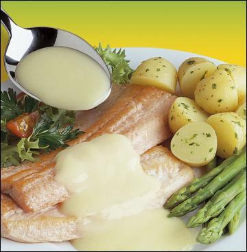 Elle accompagnera admirablement vos poissons, pour faire simple disons que c'est une sauce Béchamel additionnée d'épluchures de crevettes :
