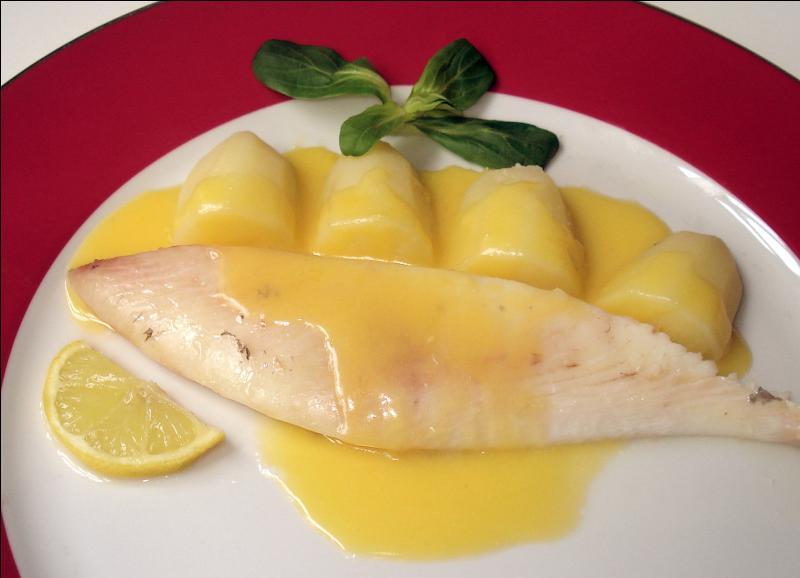Ce Saint-Pierre est agrémenté d'une émulsion chaude de citron et de beurre :