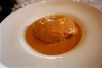 La sauce de celle-ci a été confectionnée avec du beurre d'écrevisses :