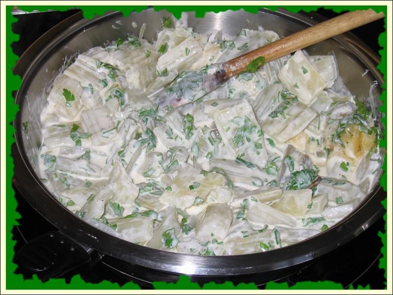Pour agrémenter ces côtes de blettes, la cuisinière a monté sa sauce avec du beurre, de la farine et de l'eau, de quelle sauce s'agit-il ?