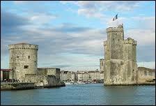 Voici les Tours du Vieux-Port de ...
