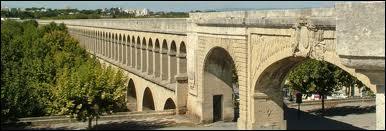L'Aqueduc des Arceaux, de son vrai nom l'Aqueduc Saint-Clément se situe à ... (c'est une ville du Languedoc-Roussillon).