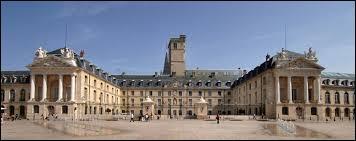 Dans quelle ville faut-il se rendre pour découvrir son Palais des Ducs de Bourgogne ?