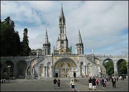 Nous allons découvrir la Basilique Notre-Dame du Rosaire. Monument de la Cité Mariale, elle se situe dans la ville ...