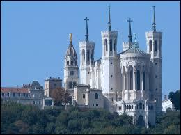 La Basilique Notre-Dame de Fourvière est un monument de la ville de ...