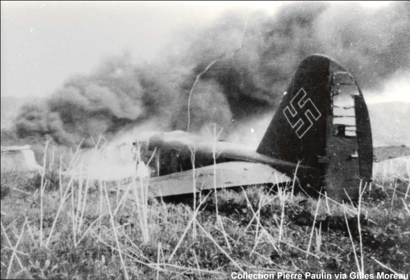 En 1942, sous le régime de Franco, un avion allemand s'est écrasé à la frontière franco-espagnole, 11 allemands sont morts dans cet accident. Dans quel pays Franco a-t-il fait enterrer les rescapés ?
