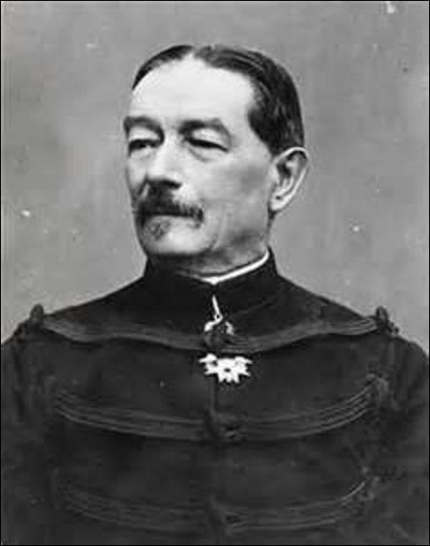 Il est né en 1859 à Mulhouse de parents industriels qui décident de prendre la nationalité française à la fin de la guerre. Arrivé à Paris en 1872, il rentre faire l'École polytechnique en 1878, d'où il sort officier d'artillerie. Attaché en 1893 à l'état-major de l'armée au ministère de la Guerre, au début de l'affaire en 1894, quel est le nom du ministre ?
