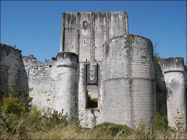 Quizz balade de ch teau en ch teau quiz photos for Meuble chateau fort tunisie