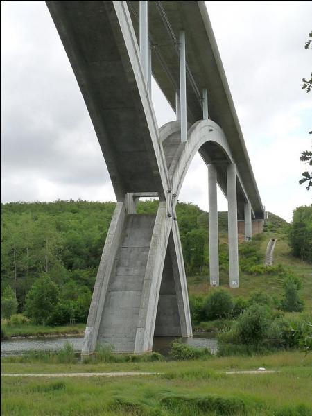 Ce viaduc de 400 m de long sur l'Anguienne (rocade Angoulême Est) a été construit en Charente en 2004 à Soyaux-Puymoyen, il se nomme :