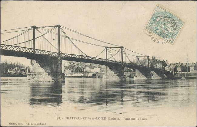 Le vieux pont d'Aurec-sur-Loire, construit en 1892 dans le Loiret . Son tablier a été déposé et le pont remplacé en 1966, par un ouvrage en arches de béton, dans la ville de :