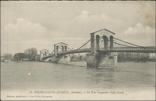 Le pont de Bourg-Saint-Andéol construit en 1830 sur le Rhône entre l'Ardèche et la Drôme a été détruit en 1944, il était situé à :