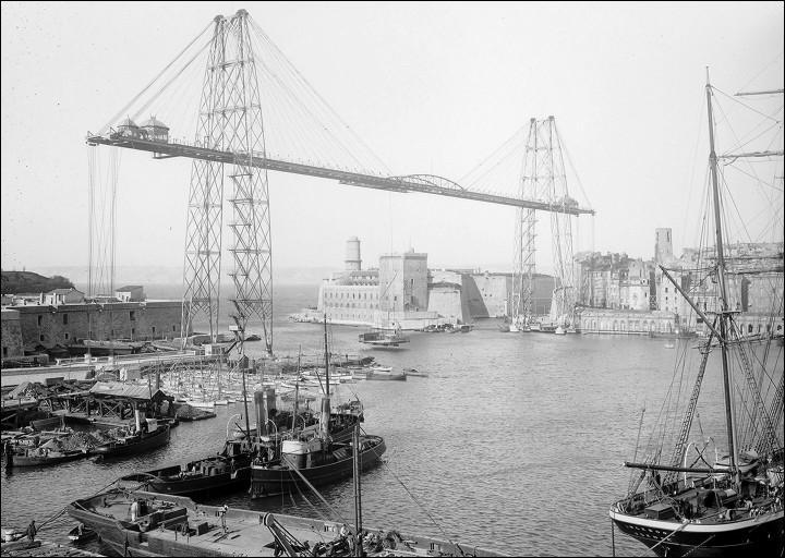 Ce pont transbordeur haubané de 165 m, a été construit en 1905 dans les Bouches-du-Rhône, il a été détruit en 1945 et était situé à :