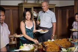 Un des rares natifs américains vivant encore dans son quartier aujourd'hui entouré d'immigrants, latinos, afro-américains et asiatiques qu'il méprise. Il tue le temps comme il peut jusqu'à sa rencontre avec Thao et Sue des adolescents Hmong. Qui est ce personnage ?