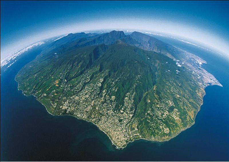 Quelle île est au plus près des côtes malgaches ?