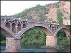 Ce pont fut inauguré en 1906, un jour où la Loire était quasiment à sec (3m3/s).C'était dans le département de la Haute-Loire à :