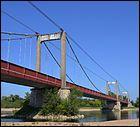 Ce pont suspendu de 361 mètres de long construit sur la Loire en 1902, dans le département du Loiret, est situé à :