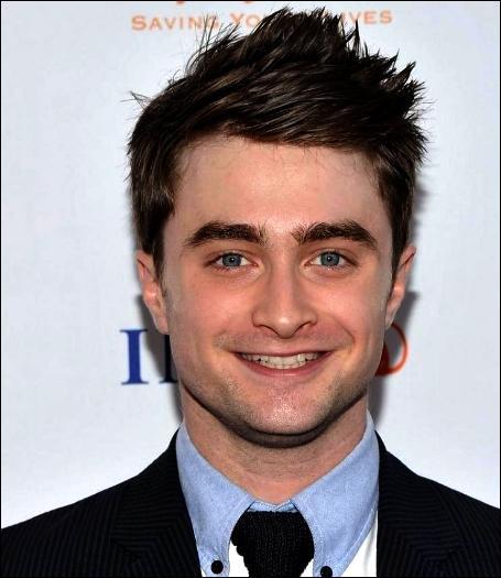 4. Daniel Radcliffe (201, 5 pts)Pourquoi a-t-il fallu créer plus de 80 baguettes magiques pour le personnage d'Harry Potter pendant le tournage des 8 films ?