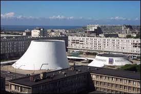 Ce monument porte le nom de Volcan. C'est une salle de spectacle située dans le ville ...
