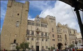 Grand ensemble architectural, le Palais des Archevêques se situe la ville Audoise de ...