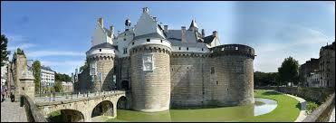 Résidence ducale sous François II et la Duchesse Anne, le Château des Ducs de Bretagne se situe à ...